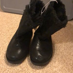 Black ugg-like boots girls/youth size 4